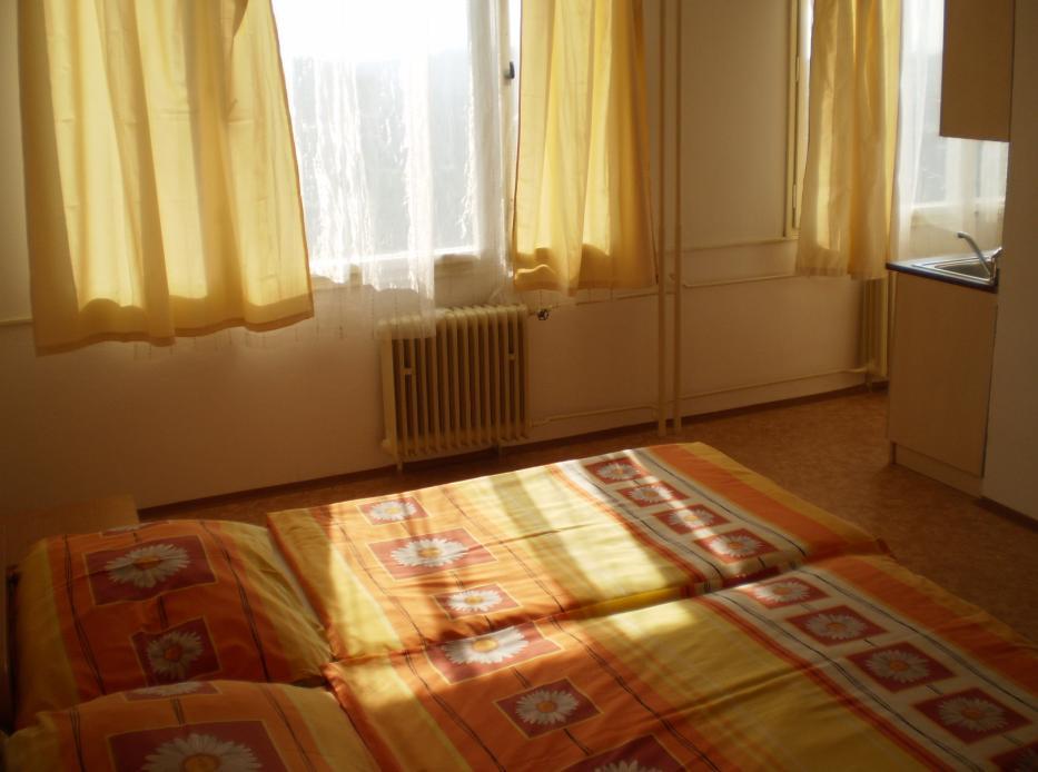 Levný pronájem bytu 1+kk Praha 10 bez RK. Pronájem garsonky v Praze bez provize.